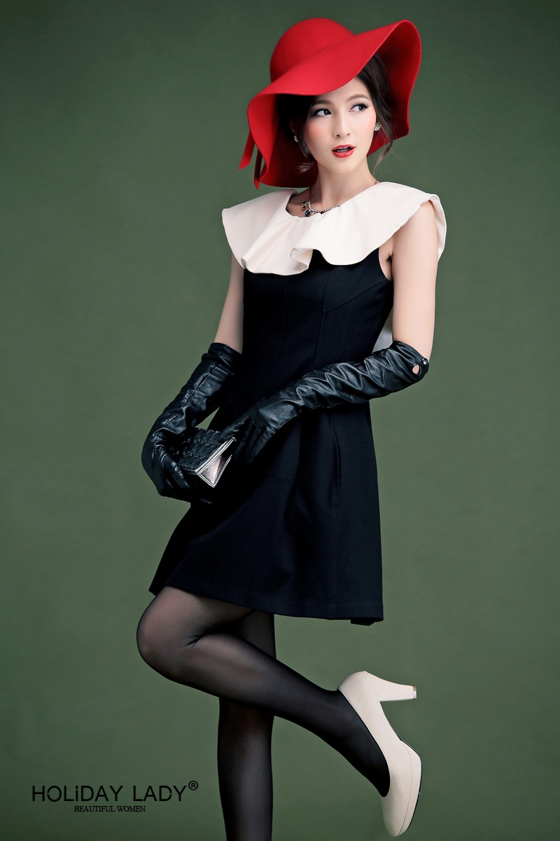 衿は取り外し可能で、シンプルなノースリーブワンピとしても着られる2Wayタイプのパーティードレス・ワンピースです。エレガントな大きめのフリル衿がバストラインを