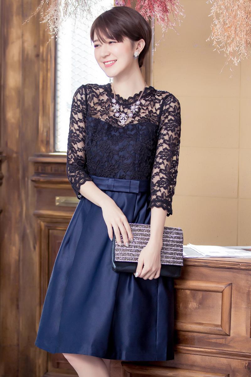 d280aa21b5f1d 繊細で華やかなレースに、上品な光沢を放つサテン素材の切り替え袖ありドレスです。ボレロやストールなしで、このドレス1枚で華やかにきまります。